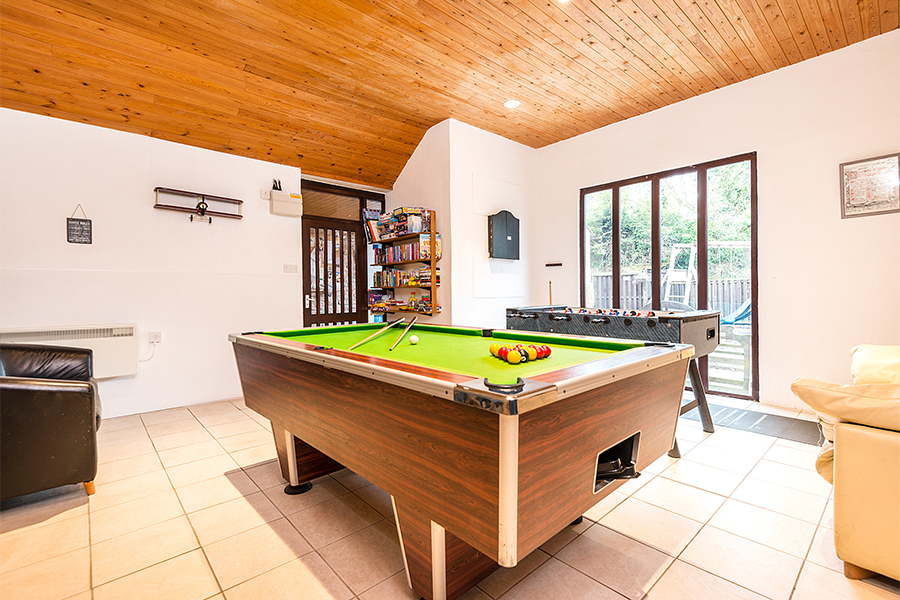 Stupendous Games Room Berehayes Holiday Cottages Download Free Architecture Designs Scobabritishbridgeorg